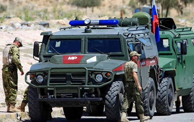 موسكو تدعم تغييرات عسكرية في دمشق... وطهران «تتغلغل» اجتماعيا في الجنوب