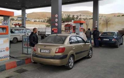 أزمة بنزين خانقة في سوريا...وتوفير محطتان متنقلتان لبيع البنزين عالي الأوكتان (95) في