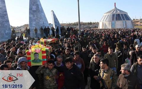 اهالي كوباني يودعون ضحايا تفجير منبج